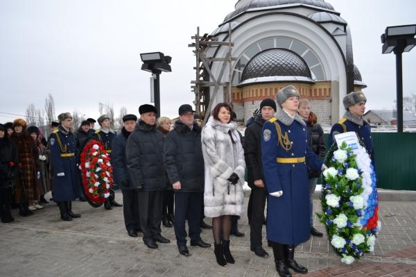 Работники ОАО «Газпром газораспределение Воронеж» возложили венки к мемориалу на Чижовском плацдарме